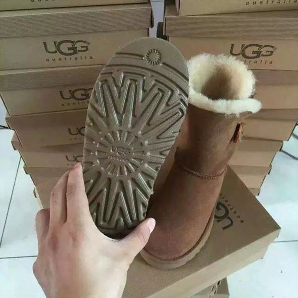 UGG Bailey Button II - Black (2)
