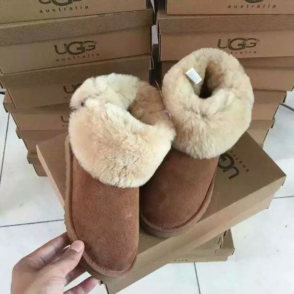 UGG Bailey Button II - Black (3)